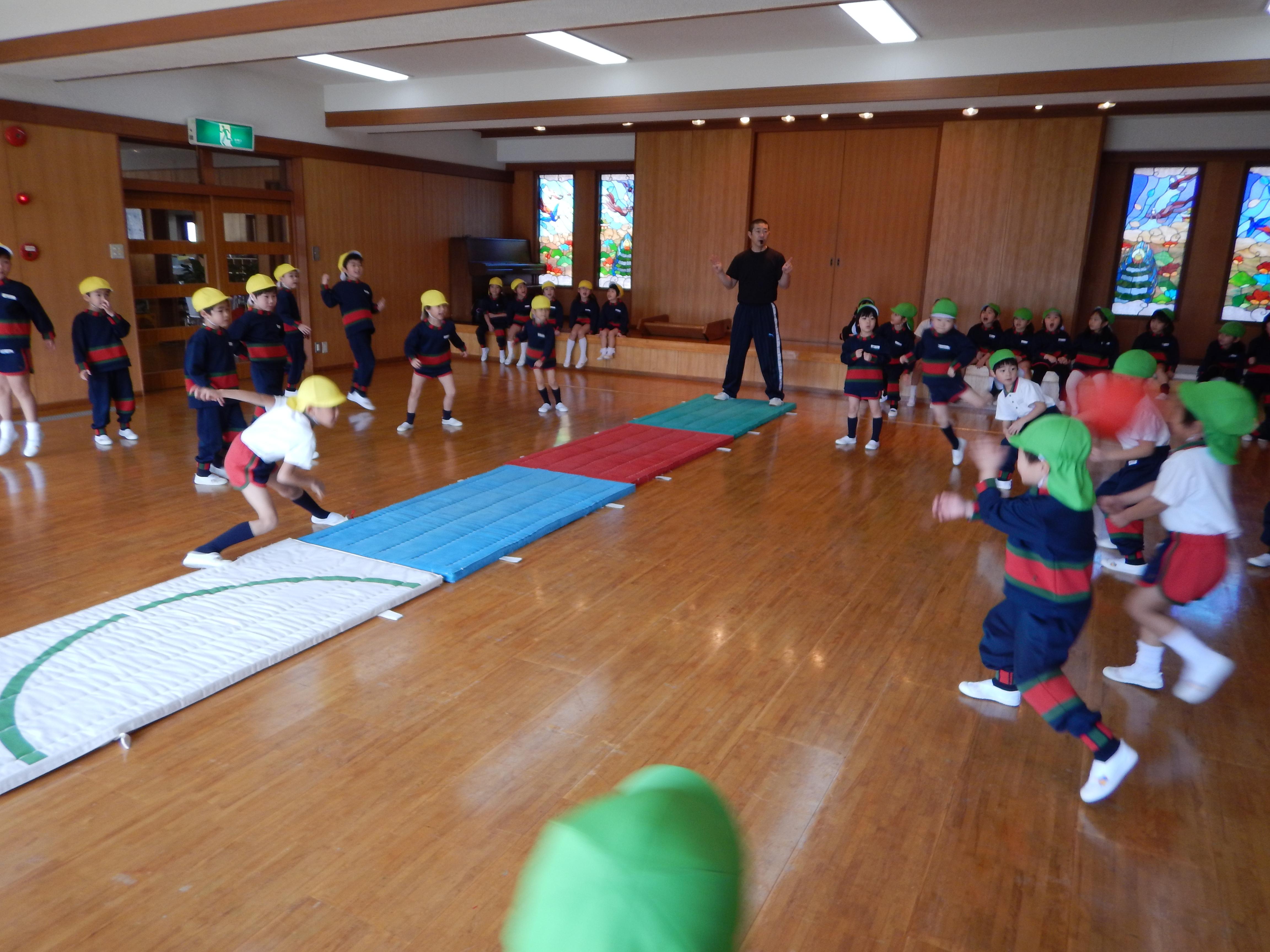 体操教室(きく・もも)